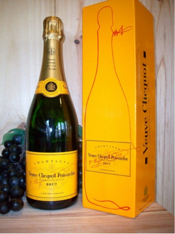 Veuve Clicquot Yellow Label Non Vintage Champagne Dry (Brut) (Gift Boxed)